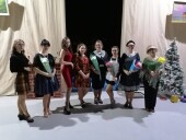 В ДК «Октябрь» состоялась премьера спектакля «Восемь любящих женщин»