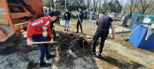 3 апреля на кладбище в старой части города состоялся масштабный субботник