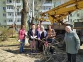 Активисты общественных организаций приводят в порядок городские территории после зимы