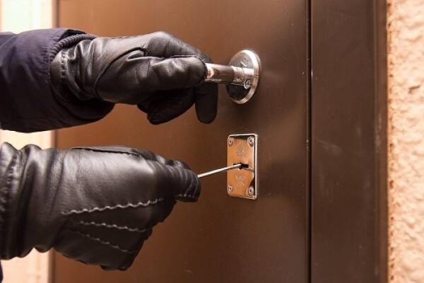 В Волгодонске полицейские по горячим следам раскрыли кражу из квартиры