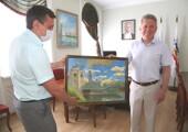 Моряки корабля «Волгодонск» подарили картину с изображением военного судна