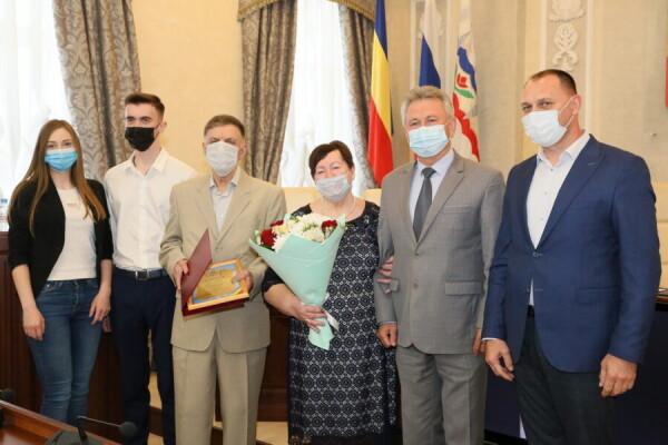 Супружеская пара из Волгодонска получила знак губернатора «Во благо семьи и общества»