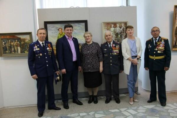 В Волгодонском художественном музее открылась выставка картин, посвященная Великой Победе
