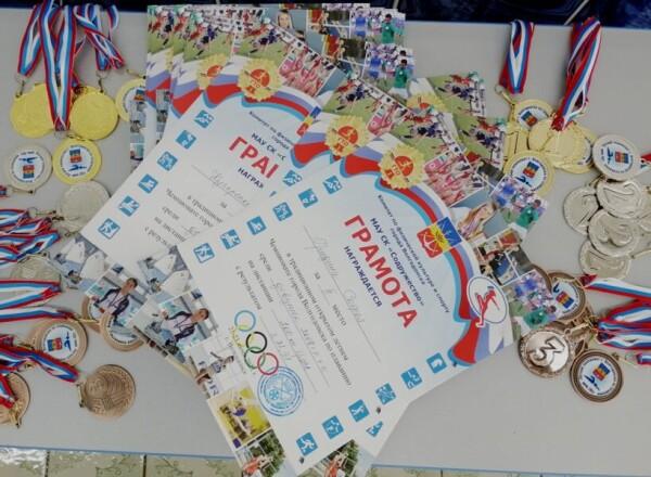 В открытом традиционном летнем чемпионате и первенстве Волгодонска по плаванию приняли участие 200 спортсменов