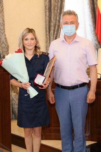 Глава администрации Виктор Мельников наградил двух выдающихся волгодонских спортсменок