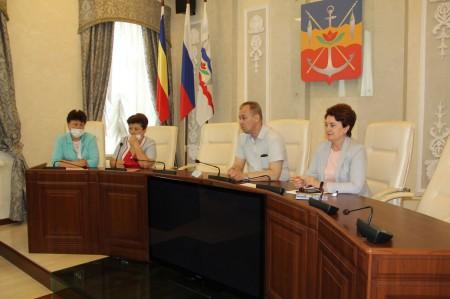 Волгодонцев приглашают к участию в конкурсах «Лучший двор многоквартирного дома» и «Радуга цветов»