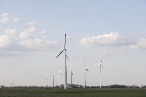 Строительство ветропарка на востоке Ростовской области вышло на финишную прямую