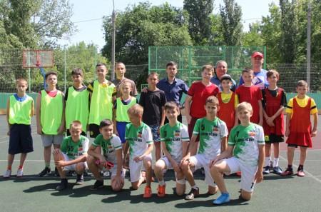 Депутаты Волгодонской Думы организовали соревнования по мини-футболу среди школьников