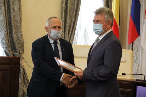 Глава администрации Виктор Мельников наградил Благодарственным письмом Александра Гроо