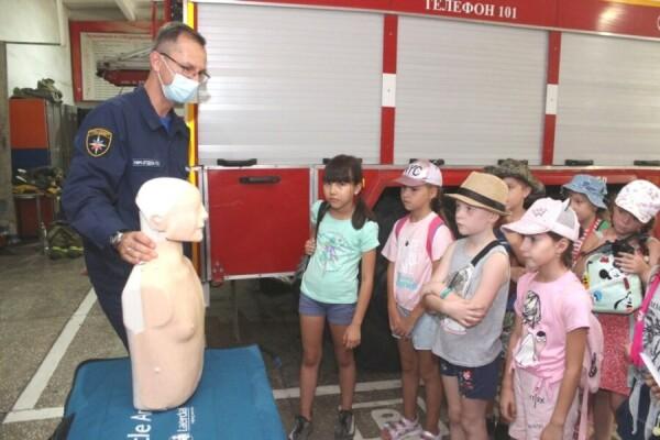 Лето без происшествий: пожарные и спасатели Волгодонска напомнили юным горожанам о правилах безопасности