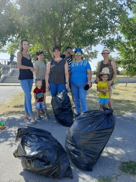 «Вода России»: в Волгодонске убрали от случайного мусора два километра водоохраной зоны