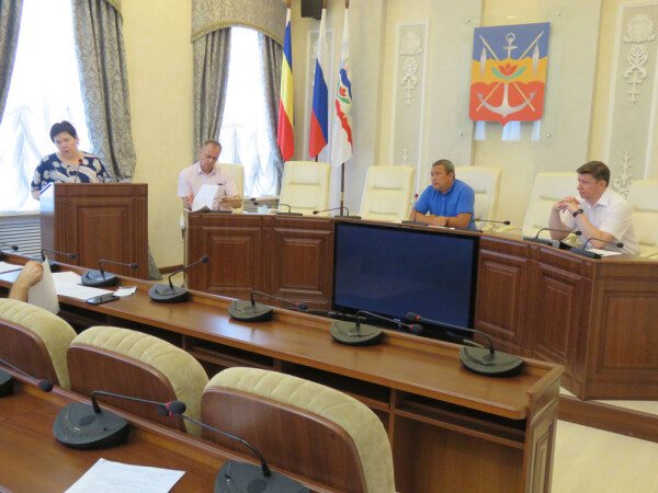 Волгодонские единороссы выступили с инициативой увеличить статью расходов в городской казне на ремонт школ и поликлиники
