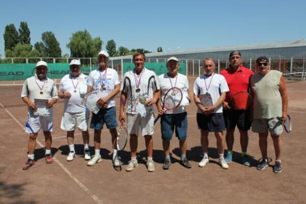 Кубок Волгодонска по теннису в честь дня рождения города собрал на корте 70 спортсменов разных возрастов
