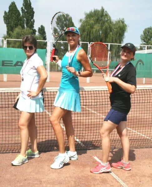 Городской турнир по теннису с 34-летней историей собрал более 60 спортсменов разного возраста