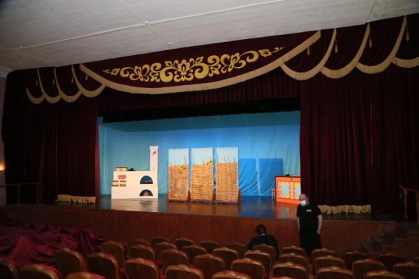 Волгодонский драмтеатр откроет свой пятый сезон с новым занавесом
