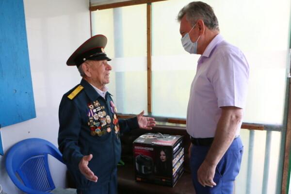 Виктор Мельников встретился с ветераном Великой Отечественной войны Климом Неполькиным