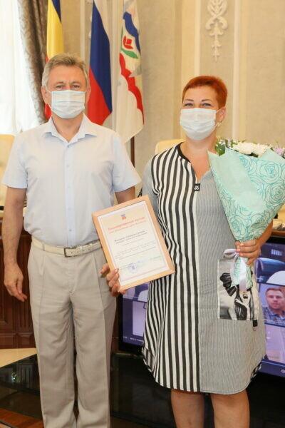 Виктор Мельников поздравил строителей Волгодонска с профессиональным праздником и наградил лучших представителей отрасли