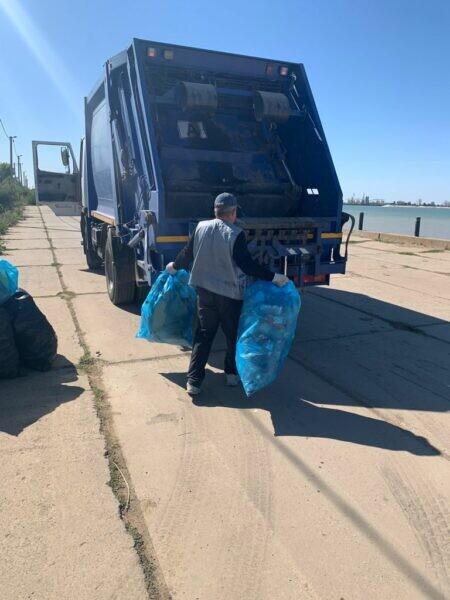 ЭкоЦентр: В Волгодонске очистили набережную Цимлянского водохранилища от мусора