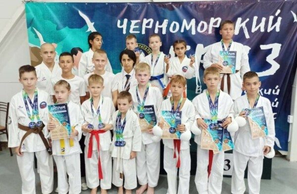 Юные каратисты из Волгодонска заняли призовые места на соревнованиях федерального уровня в Анапе