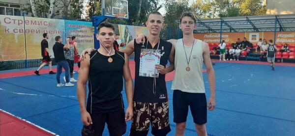 В турнире по уличному баскетболу «Оранжевый мяч» приняли участие 38 команд