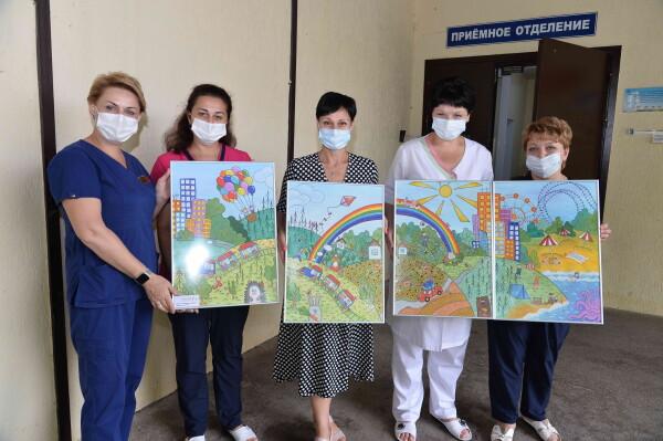 Ростовская АЭС: более 200 жизнеутверждающих художественных работ передано в медучреждения Волгодонска и сельских районов