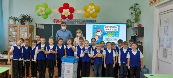 «ЭкоЦентр» установил 50 контейнеров для сбора бумажных отходов в 20 образовательных учреждениях Волгодонска