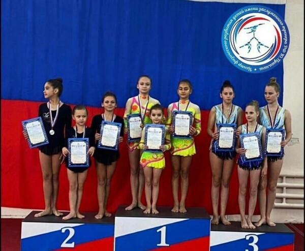 Юные спортсмены из Волгодонска победили на областных соревнованиях по спортивной акробатике