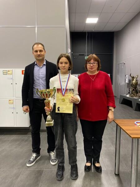 Екатерина Кирдяшкина — самая юная чемпионка Дона по шахматам, чемпионке области среди женщин 13 лет!